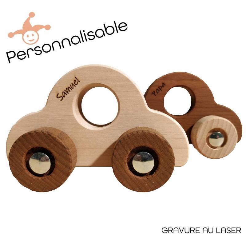 Coffret cadeau 1 an - Petites voitures en bois personnalisables prénom